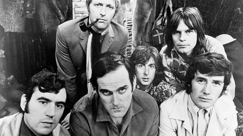 Los seis miembros del equipo de Monty Python en 1969. De izquierda a derecha: Terry Jones, Graham Chapman (1941-1989), John Cleese, Eric Idle, Terry Gilliam y Michael Palin.