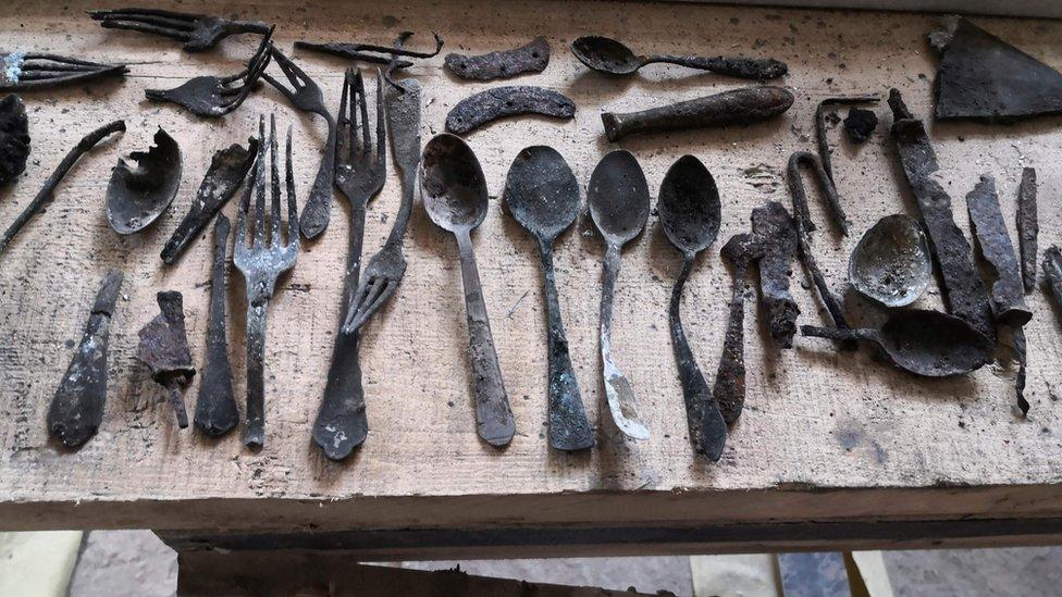Predmeti pronađeni u dimnjaku