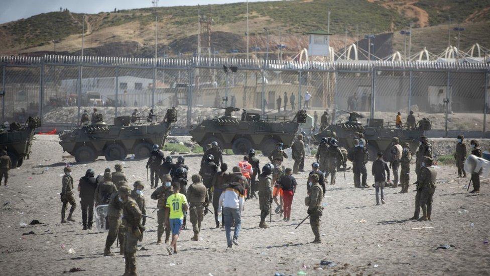 Spanyol juga telah mengerahkan tank perang di wilayah tersebut.