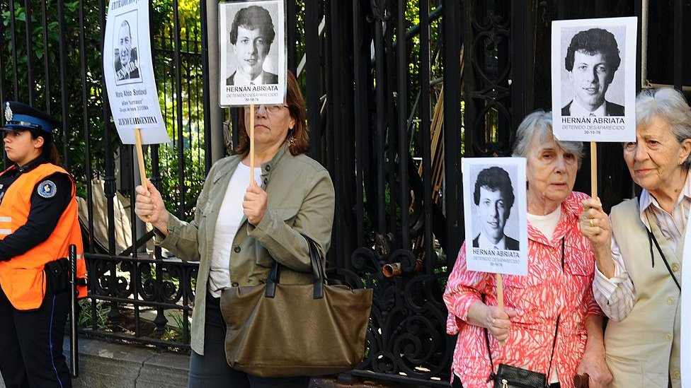 Familiares de Abriata pidiendo justicia.