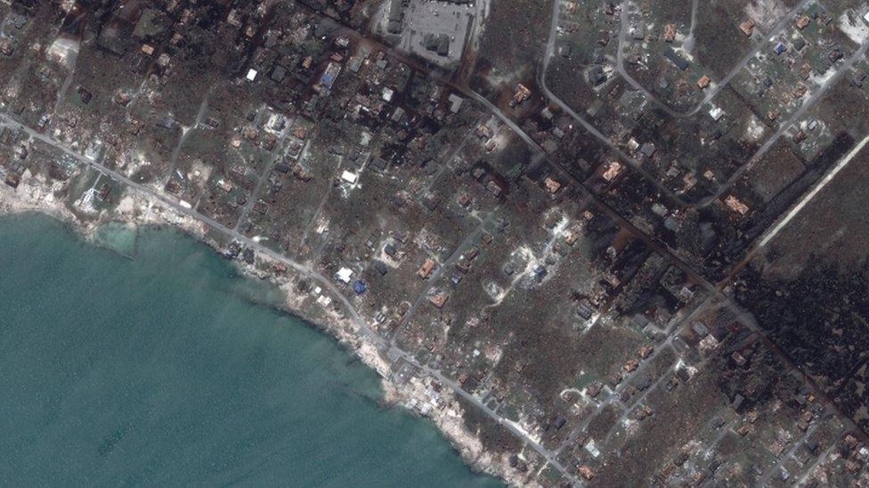 Vista aérea de la devastación en el puerto Marsh de Gran Ábaco, tras el paso del huracán Dorian.