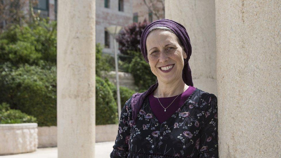 La doctora Naomi Marmon Grumet es fundadora de el Centro Edén en Jerusalén, una organización benéfica que capacita a ayudantes de mikveh (Foto de Heidi Levine para la BBC).