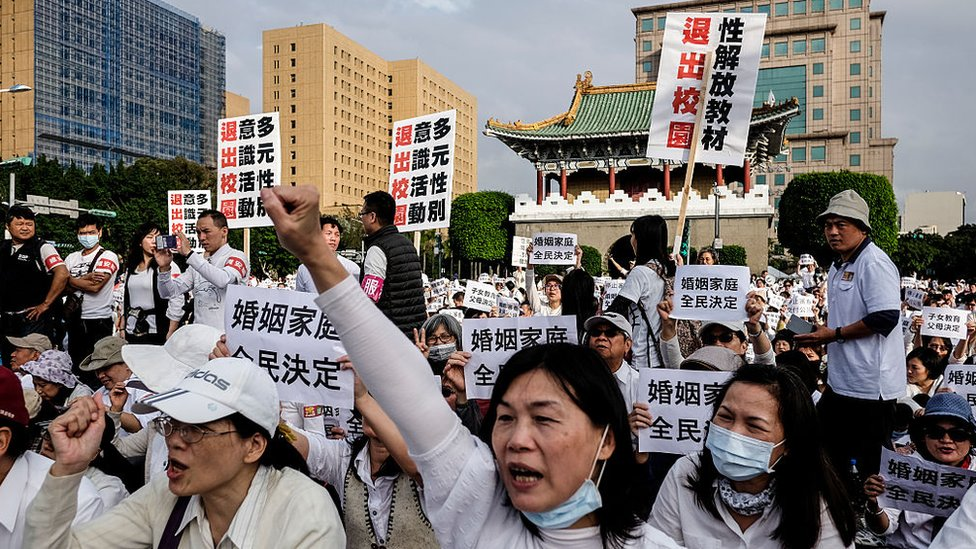 People gather on Ketagalan Boulevard in Taipei on December 3, 2016 to protest against a bill to introduce equal marriage.