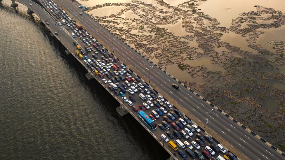The Lagos Third Mainland Bridge: Six months of traffic woe in Nigeria thumbnail