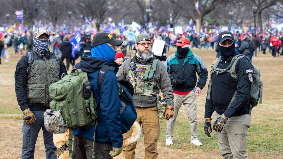 """عناصر من حراس القسم في مسيرة """"أوقفوا السرقة"""""""