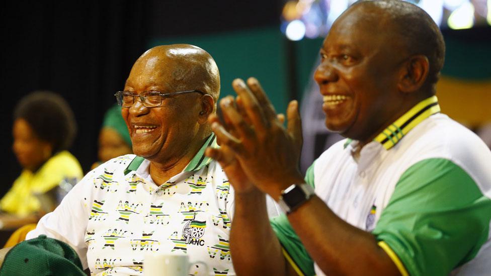 Jacob Zuma (l) and Cyril Ramaphosa