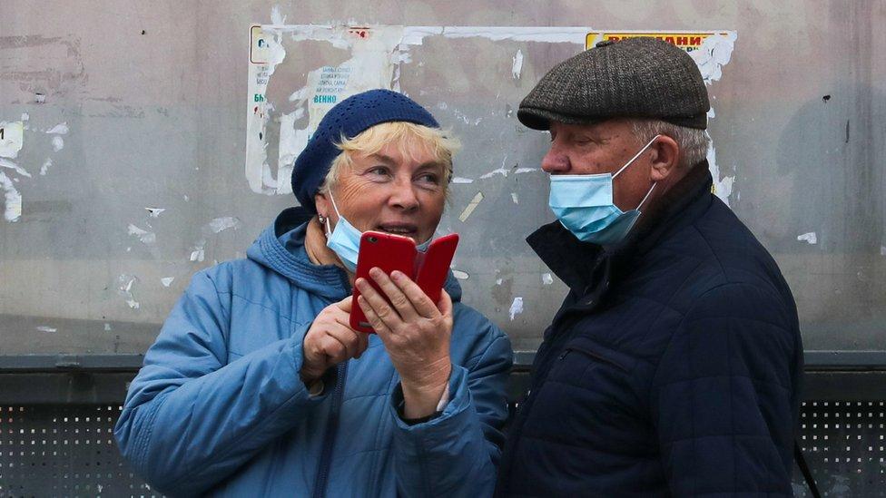 Коронавирус в России: поставлен рекорд заболеваемости, но нерабочих дней не будет