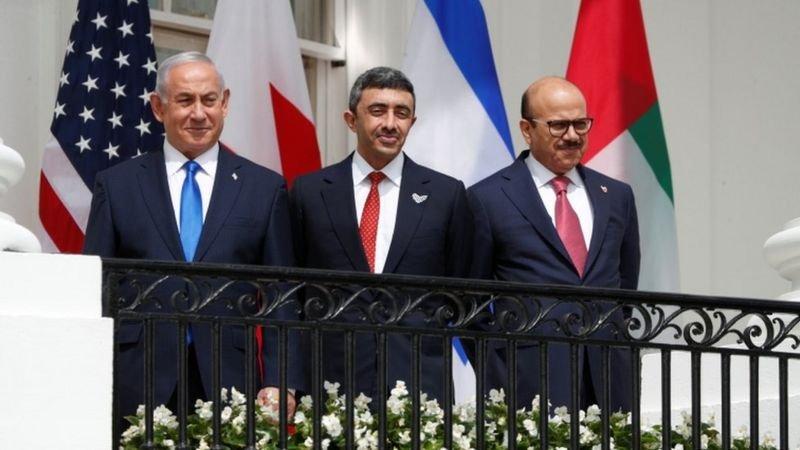 نتنياهو ومحمد بن زايد وعبد اللطيف الزياني