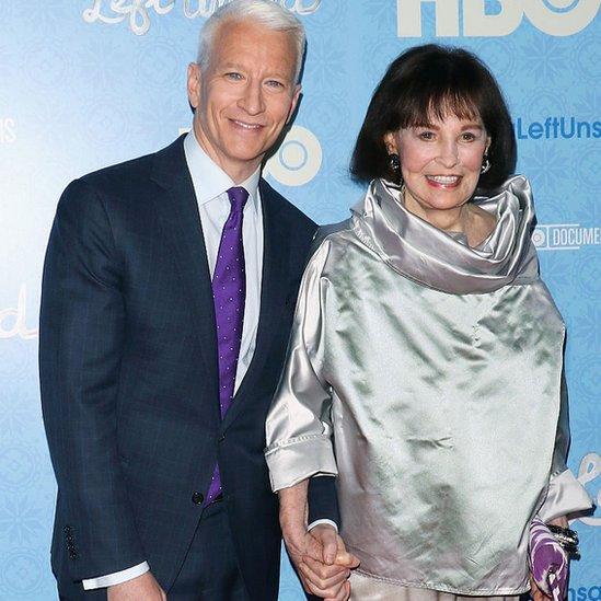 Anderson Cooper junto a su madre. Gloria Vanderbilt,