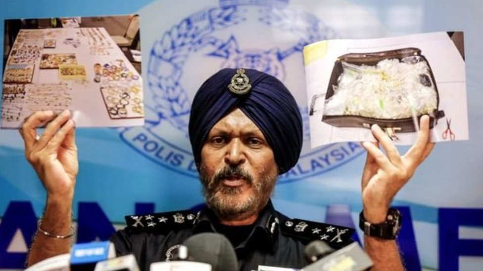 مداهمات الشرطة على ممتلكات نجيب كشفت عن وجود مقتنيات باهظة الثمن تقدر بملايين الدولارات