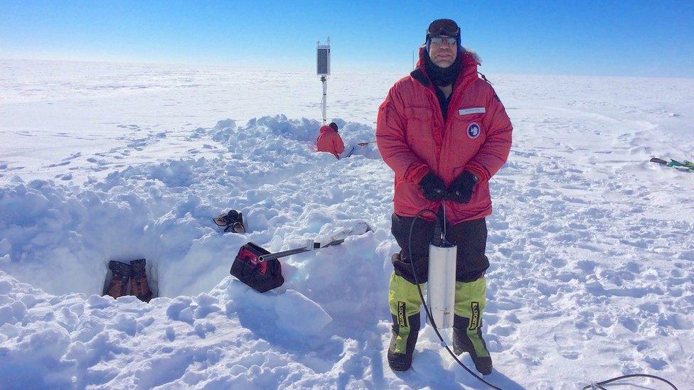 investigador en la Antártica