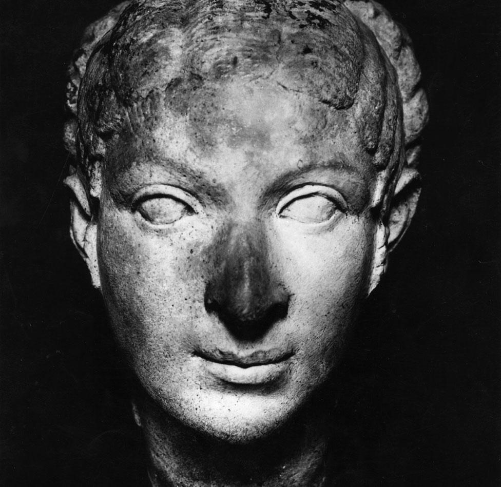 Un busto de Cleopatra, de 40 a.C., una de las tantas imágenes diferentes que sobrevivieron de la famosa reina de Egipto.