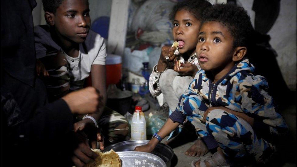 Yemen war: Firing in Hudaydah raises fears for new truce