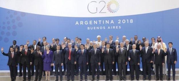 صورة جماعية لقادة الدول العشرين في افتتاح القمة