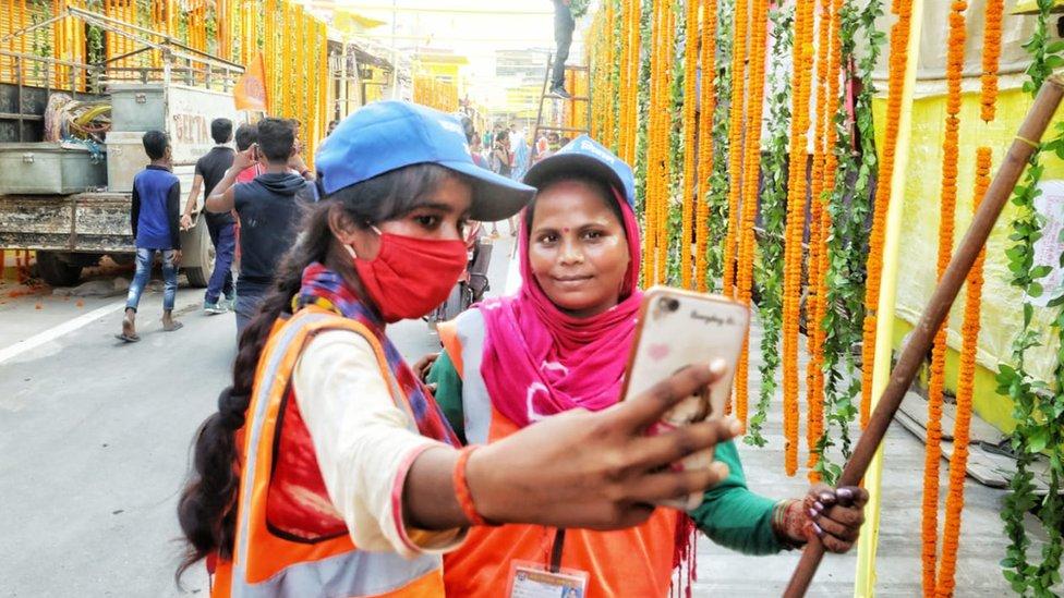 Törene katılan Hindular