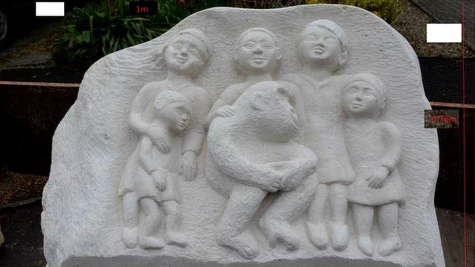 Memorial sculpture of Uley's gorilla John Daniel approved