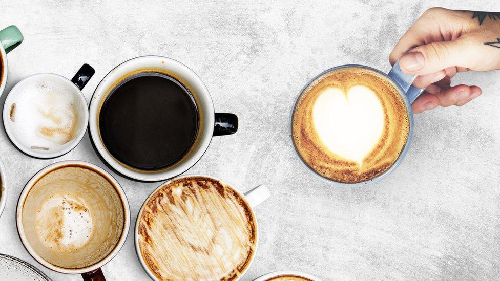 أكواب من القهوة