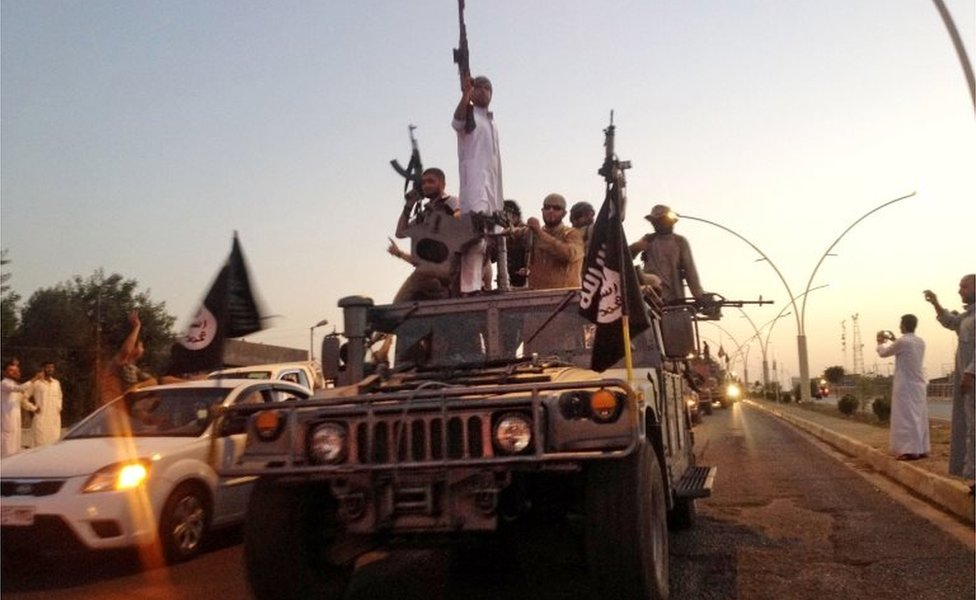 IS fighters in Mosul (file photo)