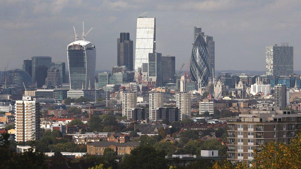 """Как Британия будет бороться с """"грязными"""" российскими деньгами"""