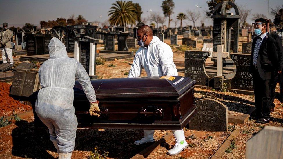 Enterramiento en Sudáfrica.