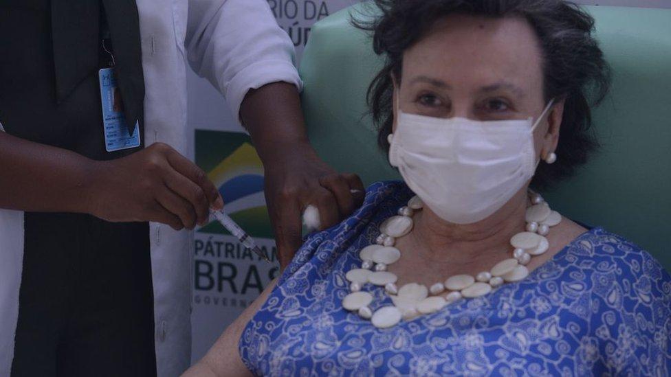 Margareth Dalcomo recebe vacina
