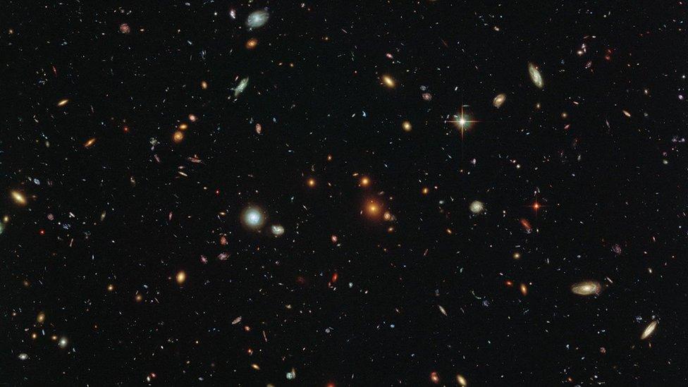 Galaxias en una imagen del telescopio espacial Hubble