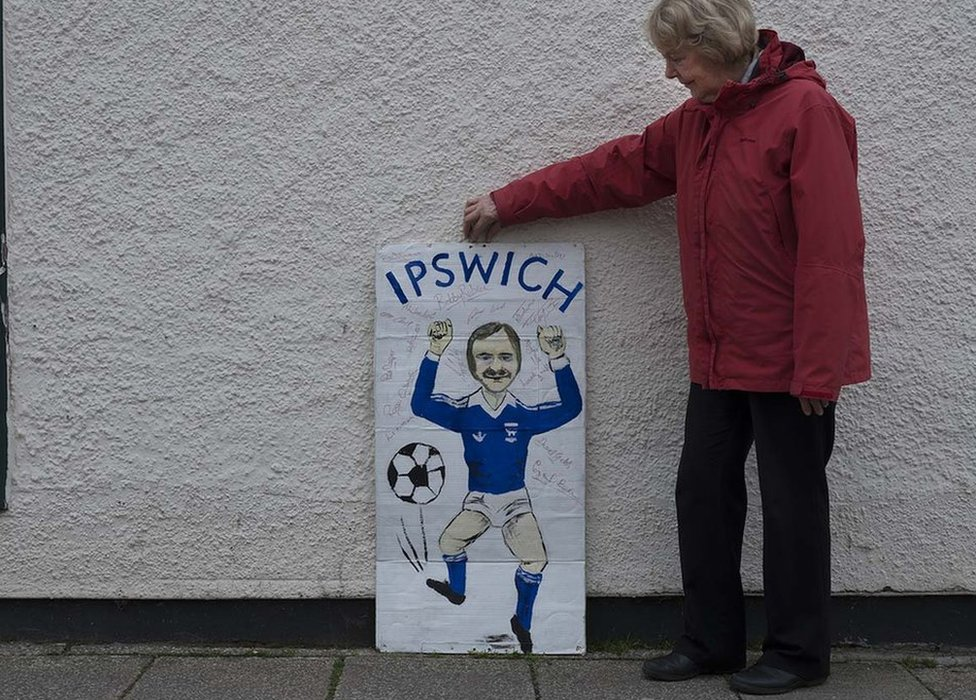 Pam Ireland with Mick Mills banner