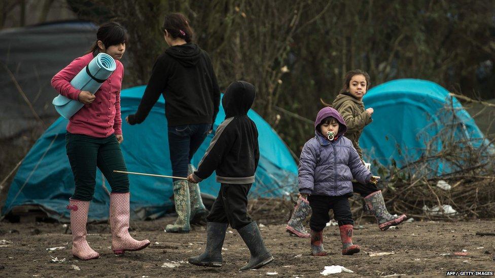 children walk through the migrants camp