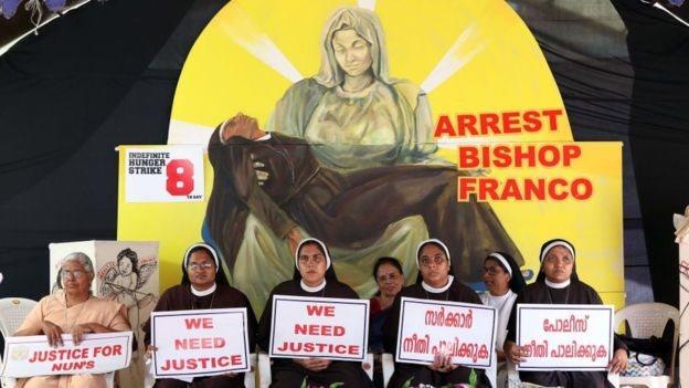 Biarawati Katolik di Kerala, India, mendedak penangkapan Pastor Franco Mulakkal atas dugaan perkosaan.