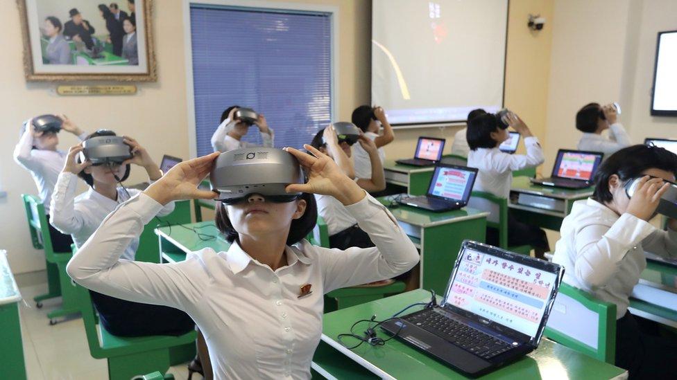 učenici na lasu virtualne stvarnosti