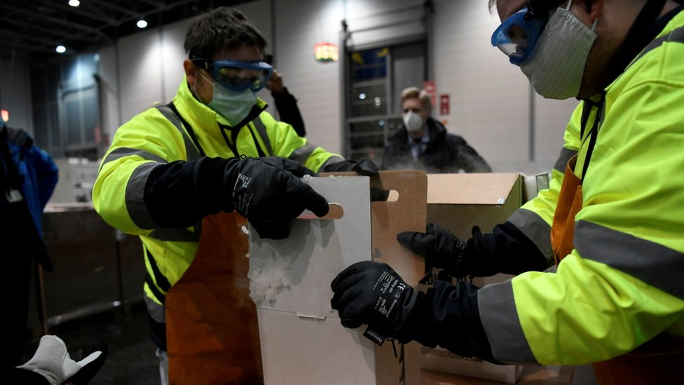 Officials unload boxes with Pfizer-BioNTech vaccine in North Rhine-Westphalia, Germany. Photo: 26 December 2020