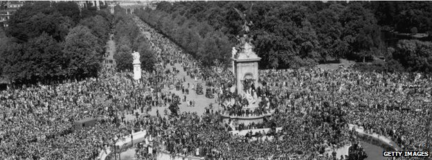 Crowds outside Buckingham Palace on VJ Day