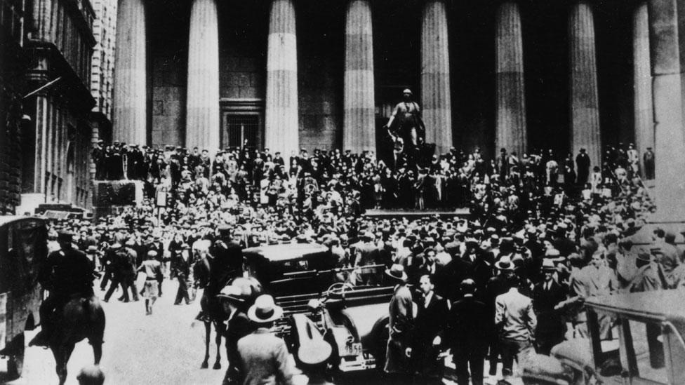 La muchedumbre en la calle enfrente a la Bolsa de Valores de Nueva York, en octubre de 1929.