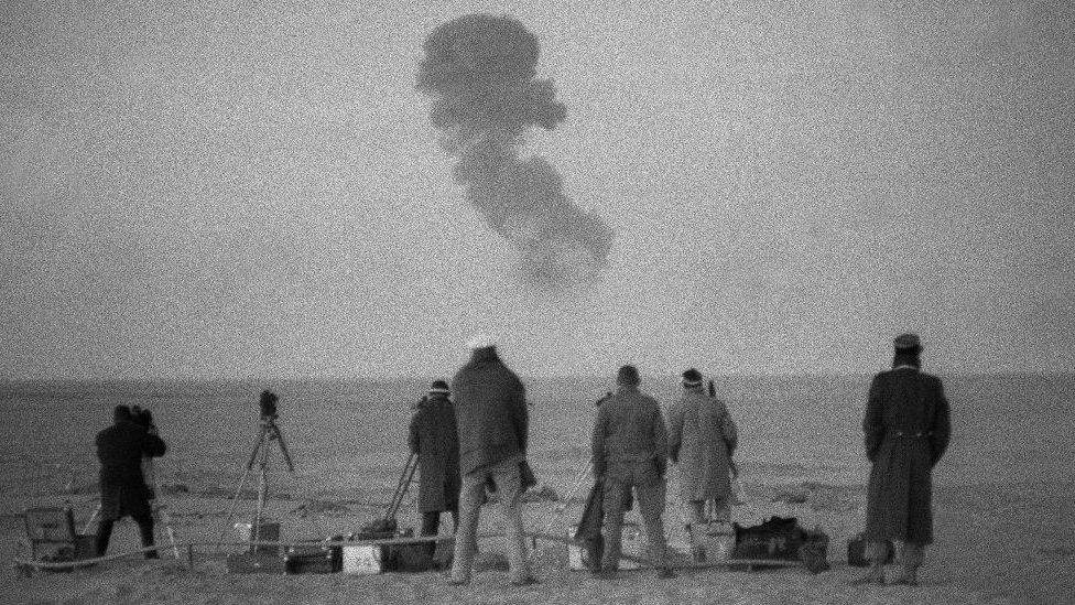 أجرت فرنسا أربع تجارب لأسلحة نووية في صحراء قرب منطقة رقان في الفترة بين 1960-1961
