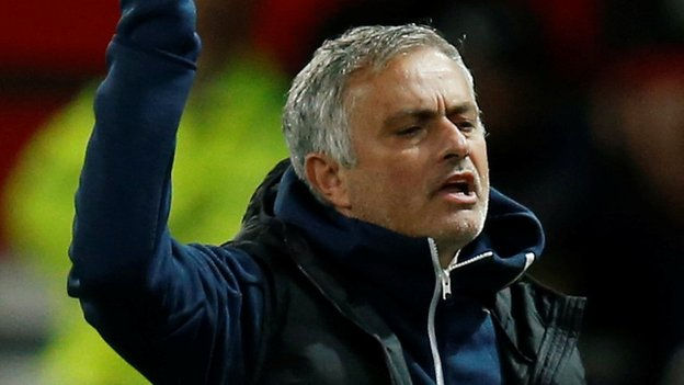 Man Utd boss Mourinho 'seems to be at war with his players'