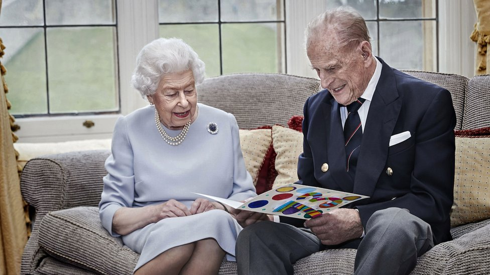 Queen Elizabeth, Philip get anniversary card from great-grandkids