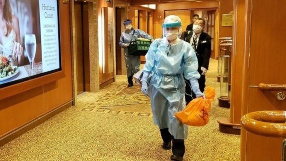 Las autoridades sanitarias tuvieron acceso al buque.