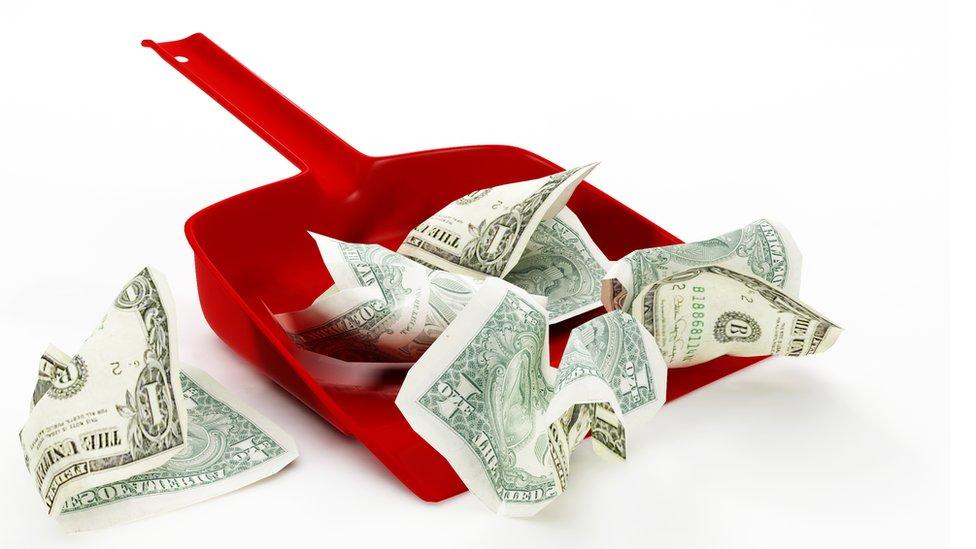 Dinero en pala para botar