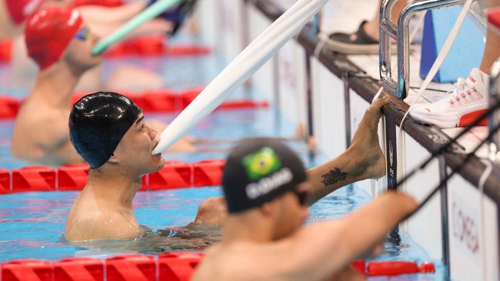 Zheng Tao getting ready for the 50m backstroke final