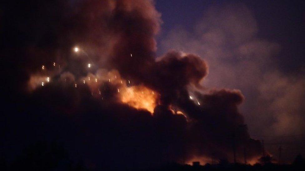أدى انفجار كبير في مستودع للأسلحة قرب بغداد في الـ 12 من آب / أغسطس إلى سقوط صواريخ في أرجاء العاصمة العراقية