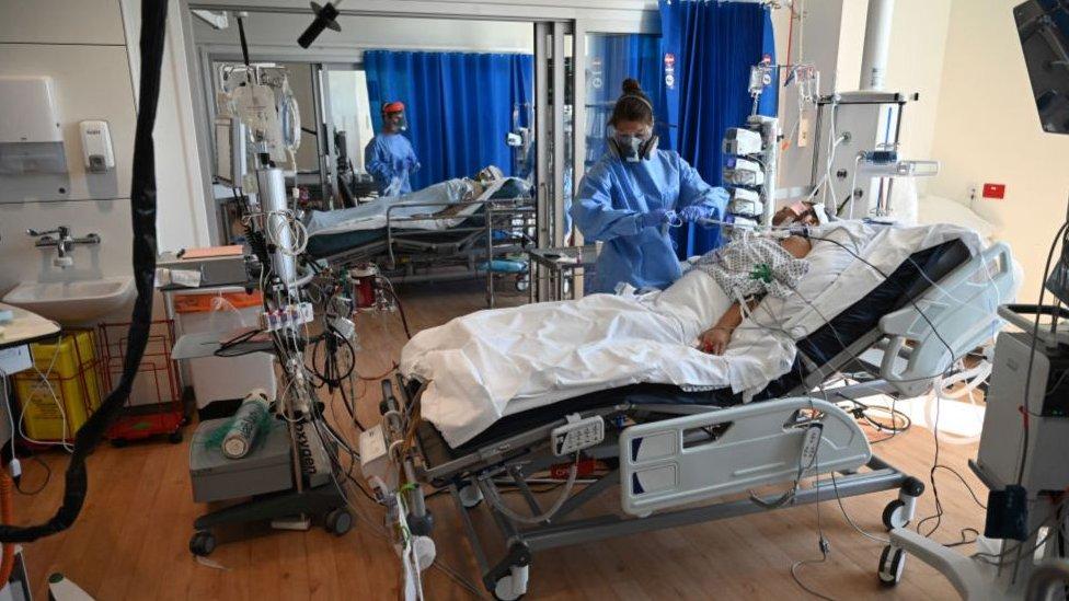 İngiltere'nin Cambridge kentinde yoğun bakımda tedavi edilen hastalar.