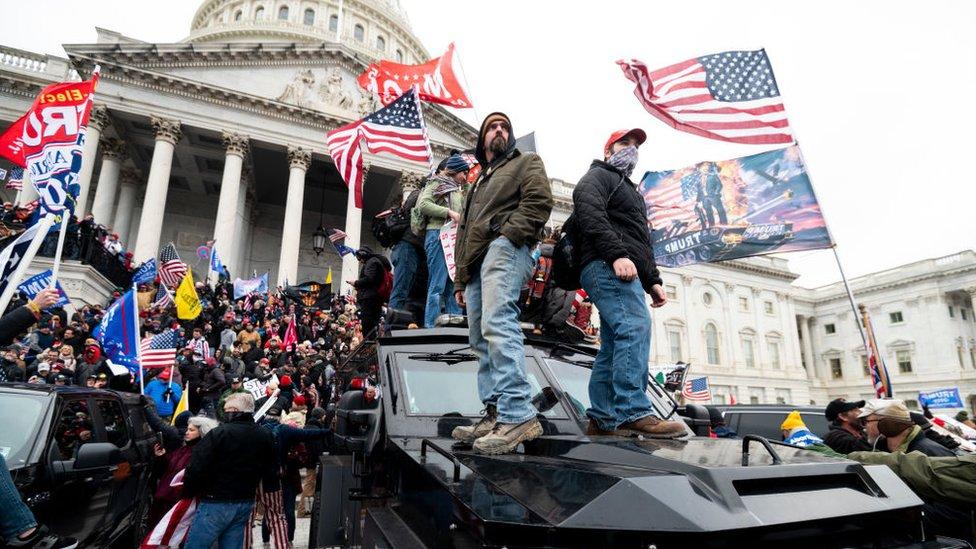 Simpatizantes de Trump ante el Capitolio