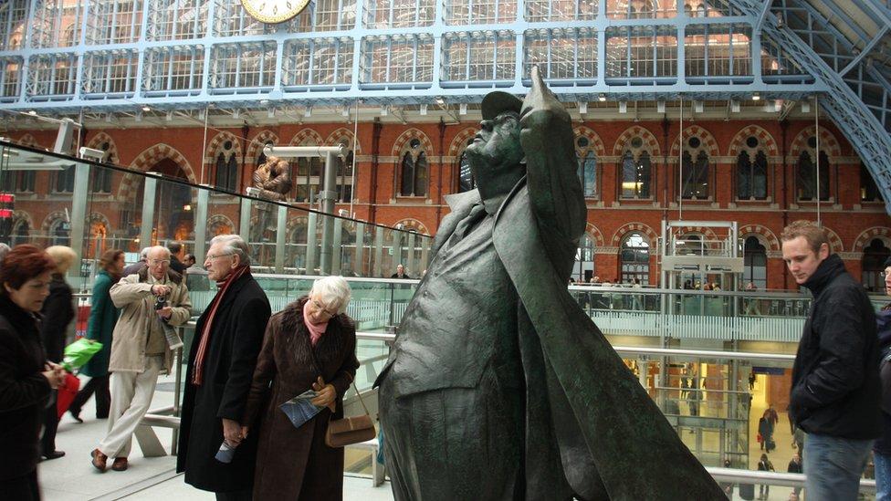聖潘克拉斯車站雕塑