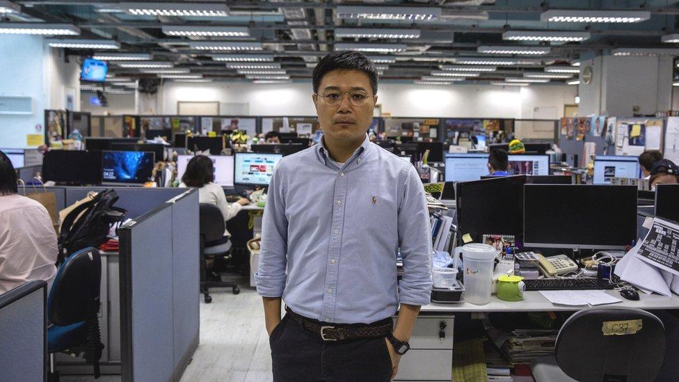 蘋果日報總編輯羅偉光攝於報社一角(13/5/2021)
