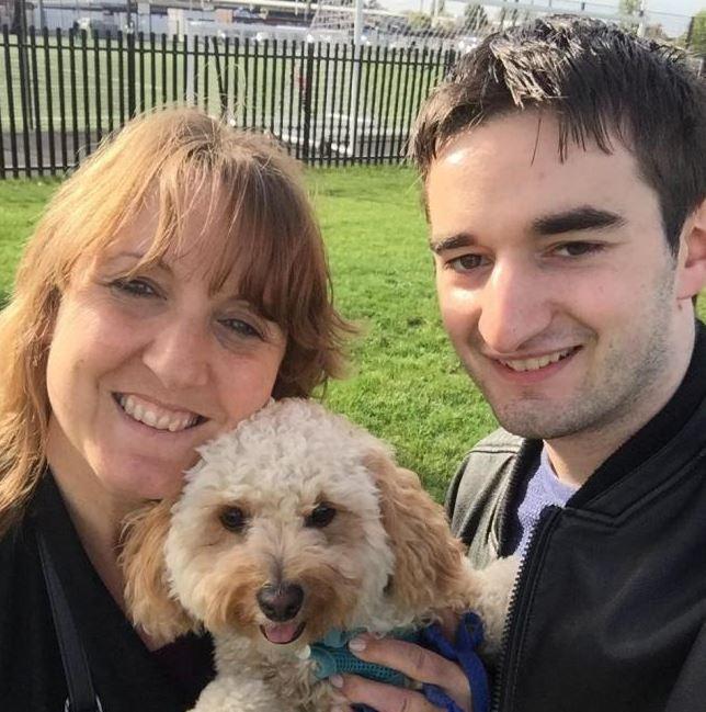Gillian, Tommy y el perro de Gillian.