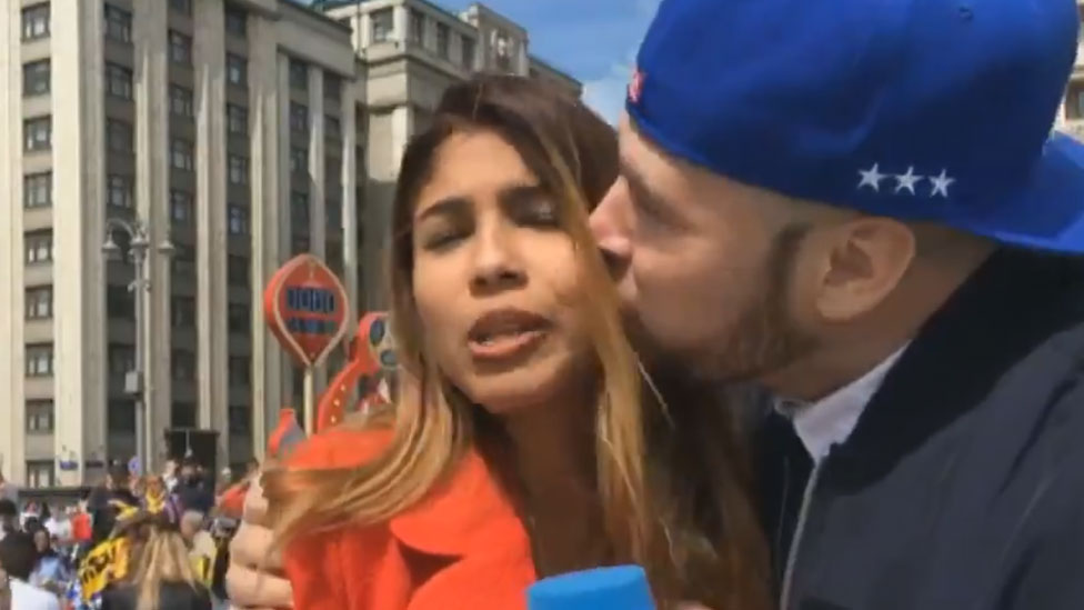 World Cup 2018: Female reporter groped and kissed on air - BBC News