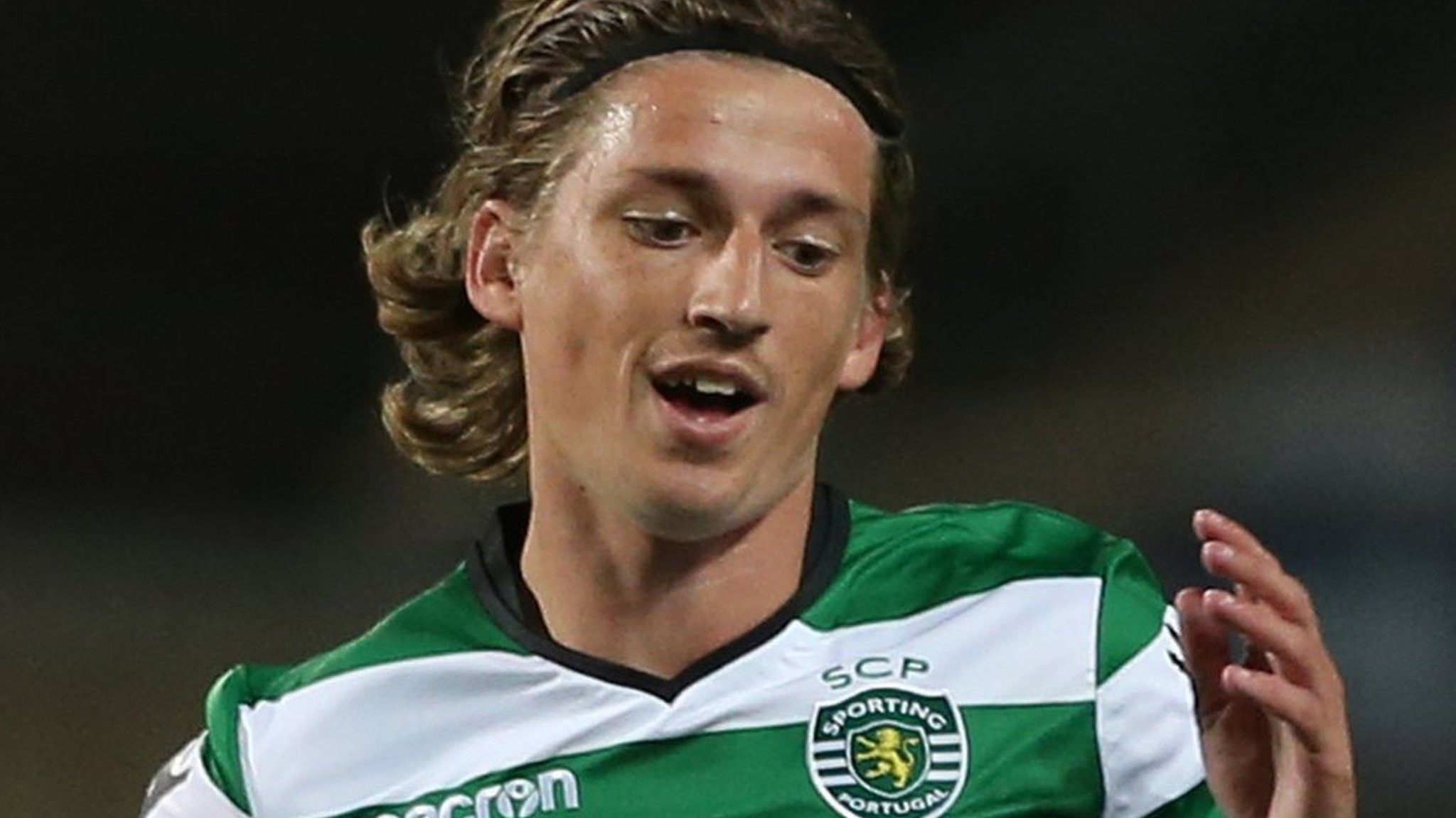 Ryan Gauld: Sporting Lisbon midfielder joins Hibernian until end of the season