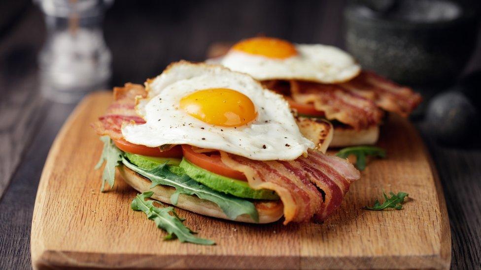 Sendvič - jaja sa slaninom