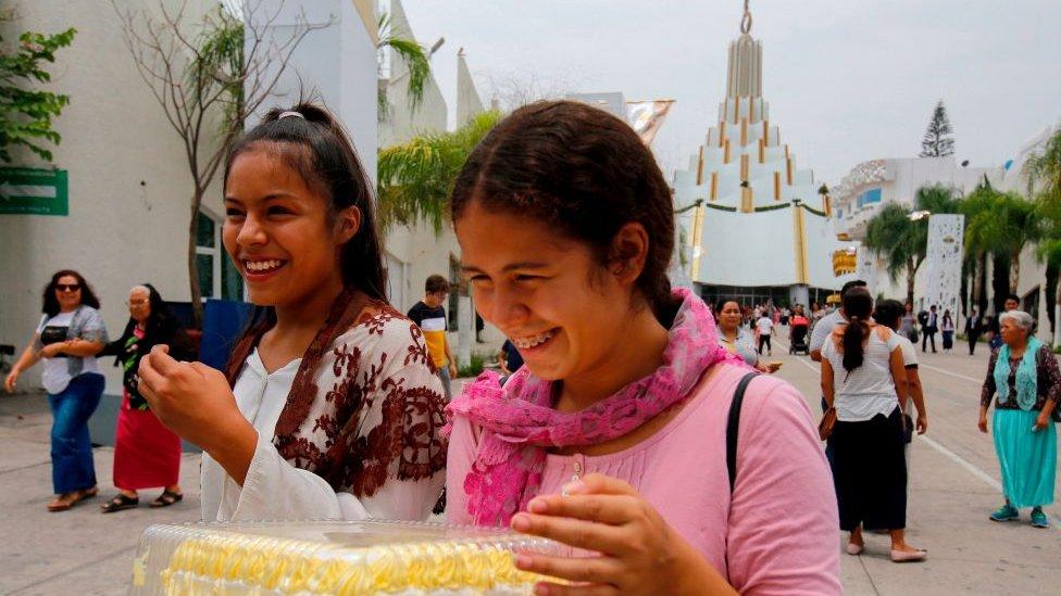La iglesia de La Luz del Mundo asegura tener unos 5 millones de seguidores en 58 países del mundo, de los cuales 1,5 millones están en México.