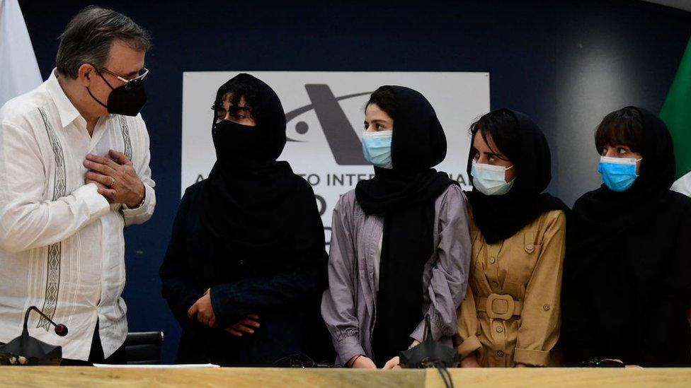 Jóvenes afganas en México